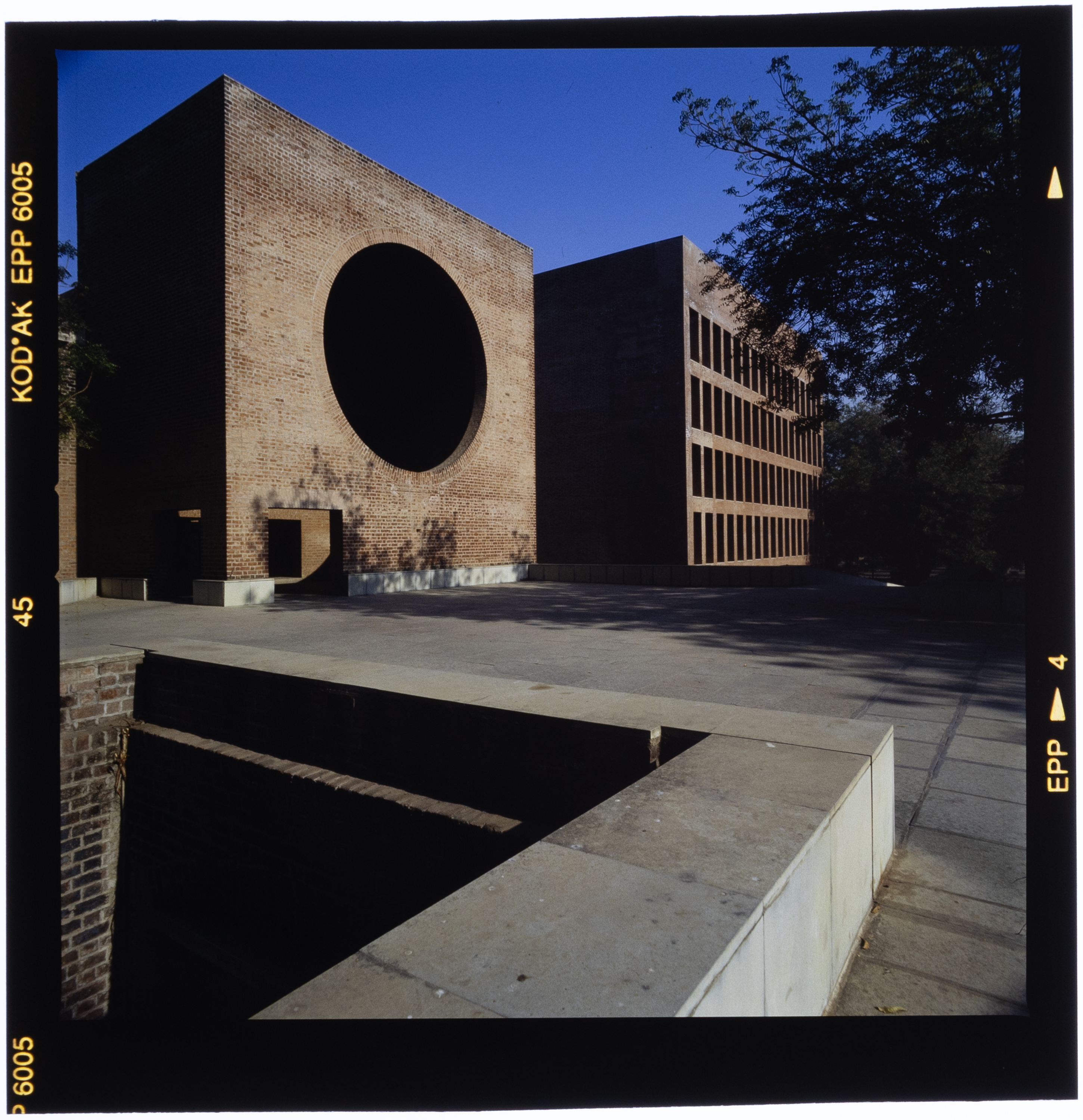 Roberto Schezen, Louis Kahn, Indian Institute of Management, Ahmedabad, Gujarat, India 1962-74, 2001 ca., Courtesy Fondazione MAXXI
