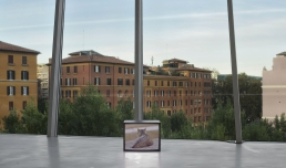 Renato Leotta, ROMA, 2020 | film 16 mm | Installazione ambientale | Courtesy galleria Fonti, Napoli e Madragoa, Lisboa | Fotografia di Roberto Apa