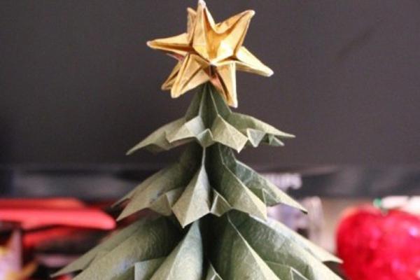 Albero Di Natale Origami.Maxxi In Famiglia Decora Il Tuo Albero Di Natale Con Gli Origami Maxxi